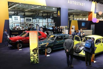 Messe-Stand der Autostadt aus Wolfsburg auf der Techno Classica in Essen