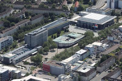 Wolfsburger Rathaus mit Aalto-Gebäude und Kunstmuseum